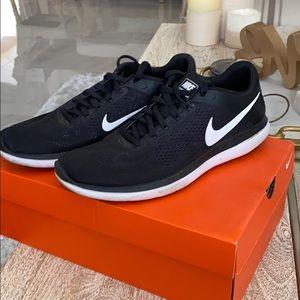 Nike flex 2016 RN black white men size 10.5 wm 12